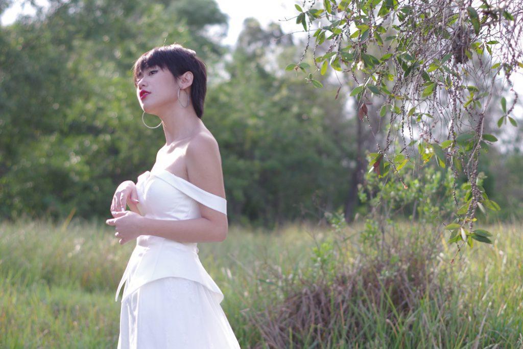 áo cưới đuôi cá màu trắng kem