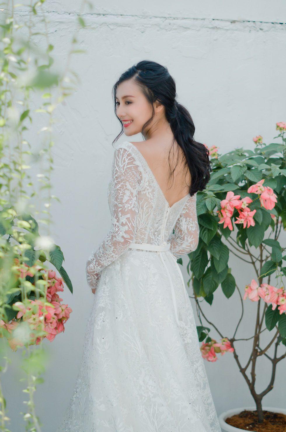 áo cưới phom A tay dài màu trắng kem