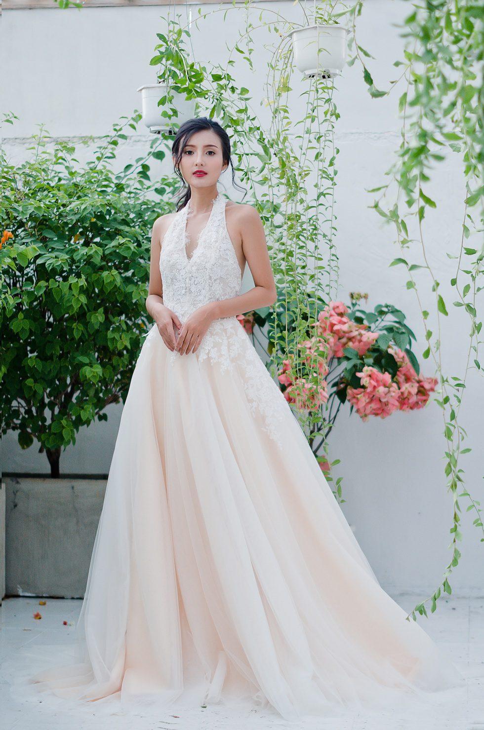 áo cưới cổ yến màu trắng ngà