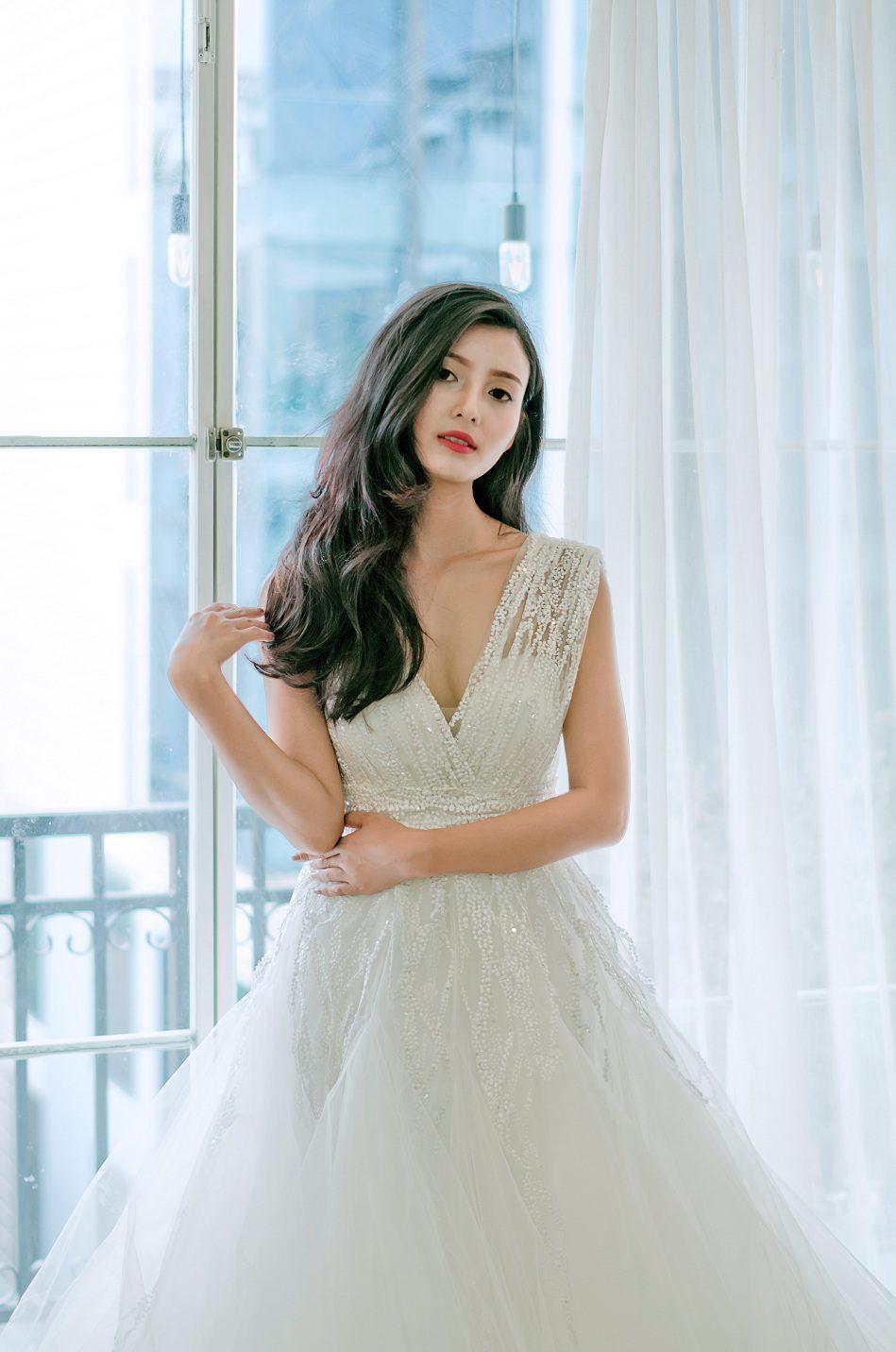 áo cưới váy xòe đuôi dài