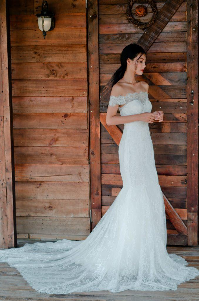 váy cưới hở vai đuôi cá đẹp