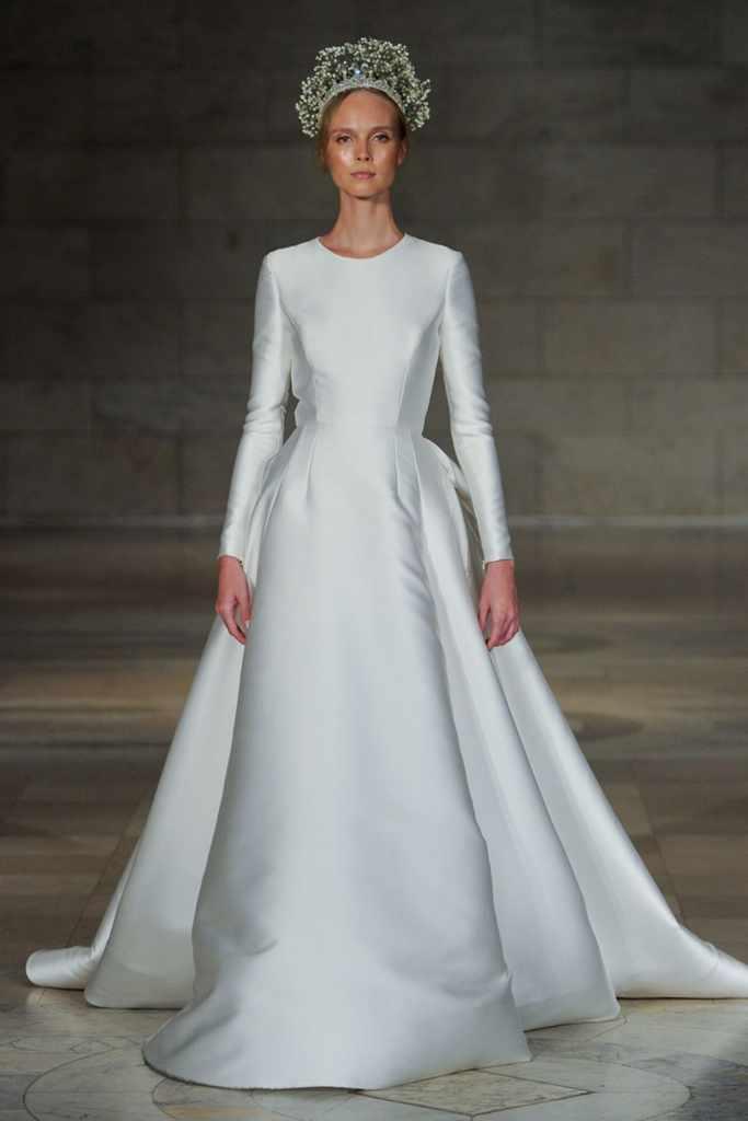 Váy cưới dạng xòe