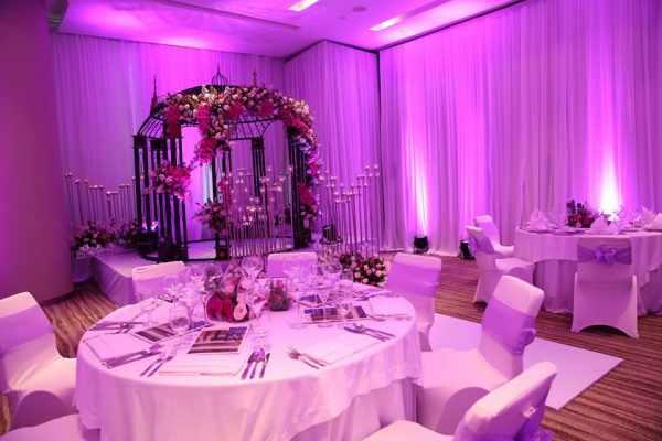 Mẫu tiệc cưới màu tím lãng mạn