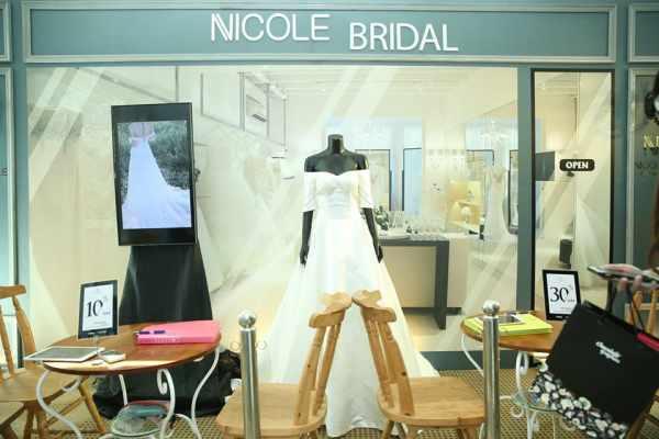 Cửa hàng áo cưới đậm chất Paris được tái hiện lại ngay trong lòng Sài Gòn.