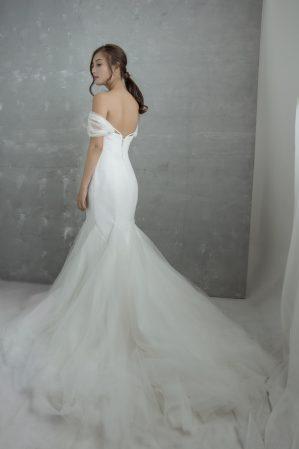 áo cưới đuôi cá màu trắng
