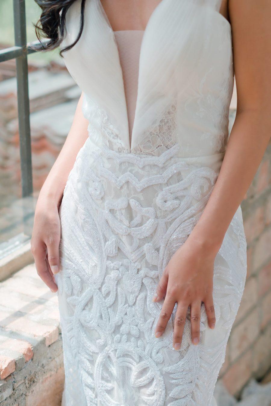 váy cưới xẻ ngực