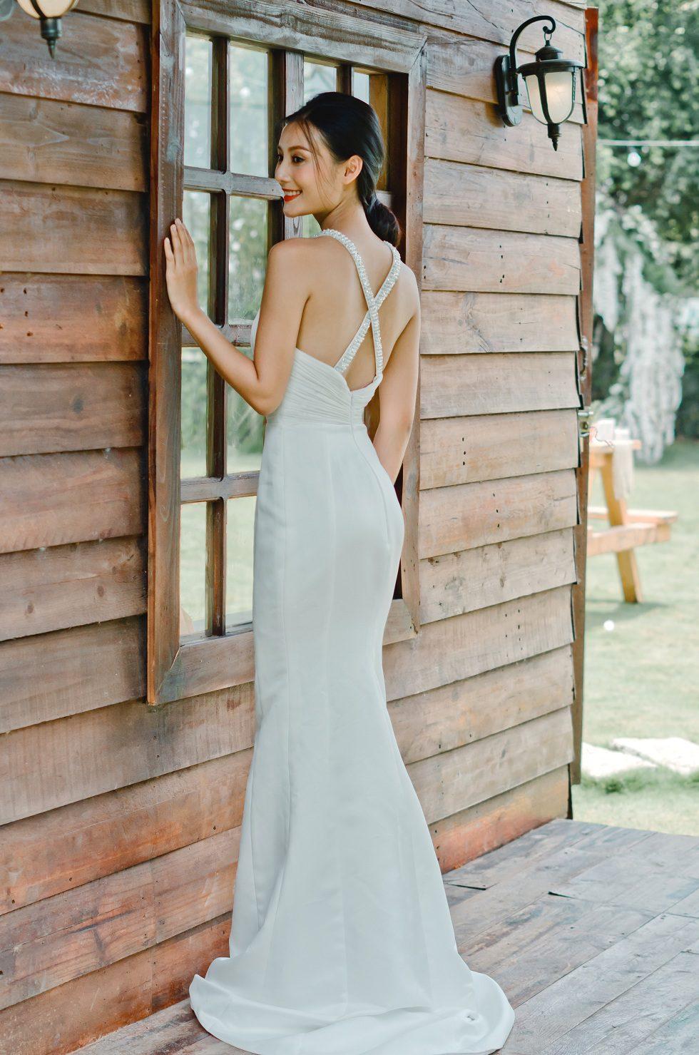 áo cưới cổ yếm