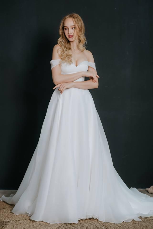 áo cưới hở vai