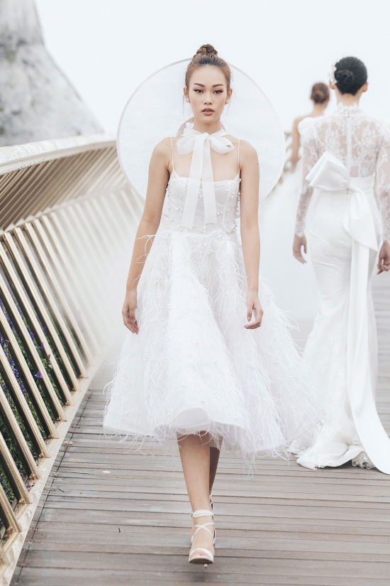 Váy cưới thiết kế Chung Thanh Phong nổi tiếng với thiết kế cao cấp
