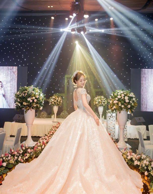 Thiết kế váy cưới Joli Poli sang trọng, tinh tế
