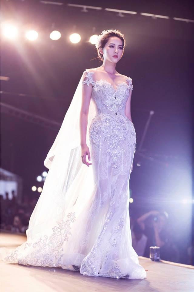 Nàng sẽ tỏa sáng hơn với thiết kế váy cưới Joli Poli