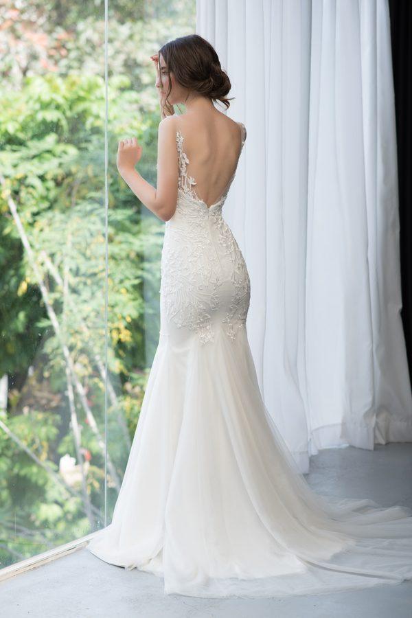 áo cưới đuôi cá màu trắng hở lưng
