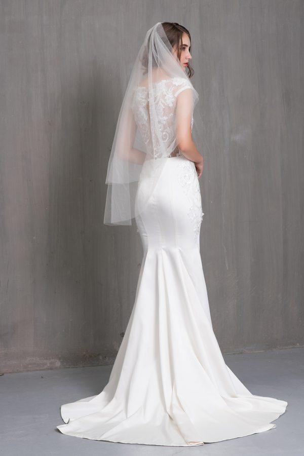 Mẫu váy cưới đuôi cá phong cách cổ điển từ Nicole Bridal