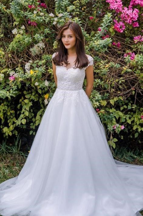 áo cưới đứng đắn, lịch sự