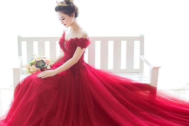 áo cưới màu đỏ