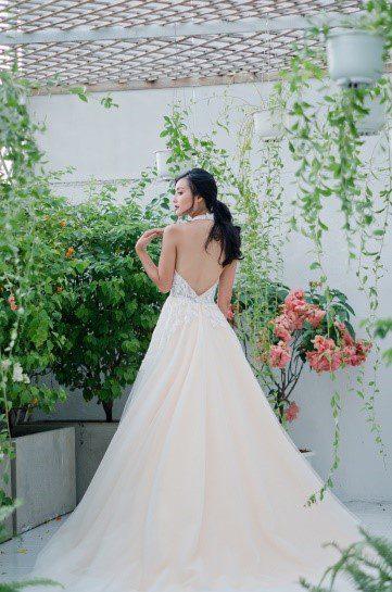 áo cưới hở lưng Bella