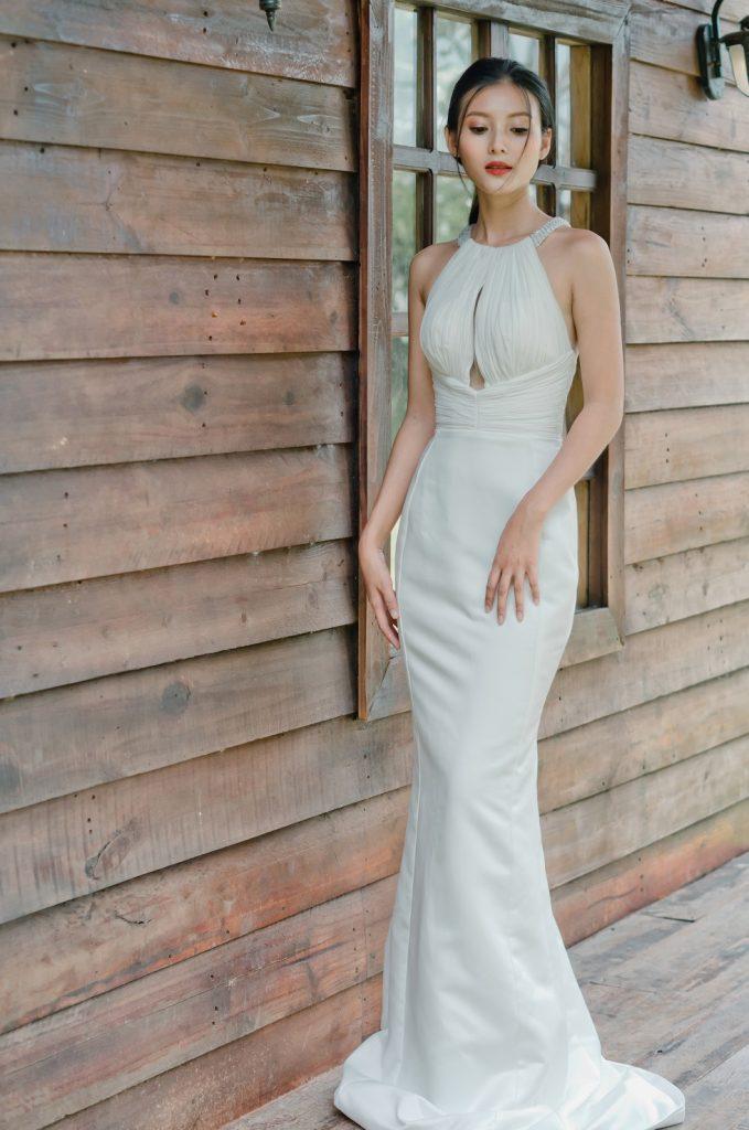 váy cưới đuôi cá cổ yếm