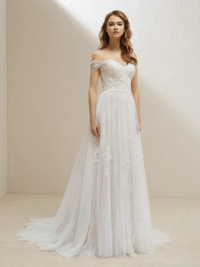 váy cưới dáng suông trễ vai