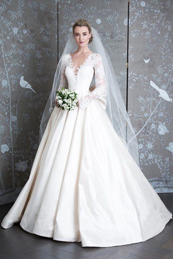 áo cưới phong cách hoàng gia