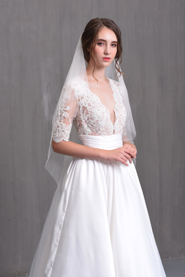váy cưới có tay lửng