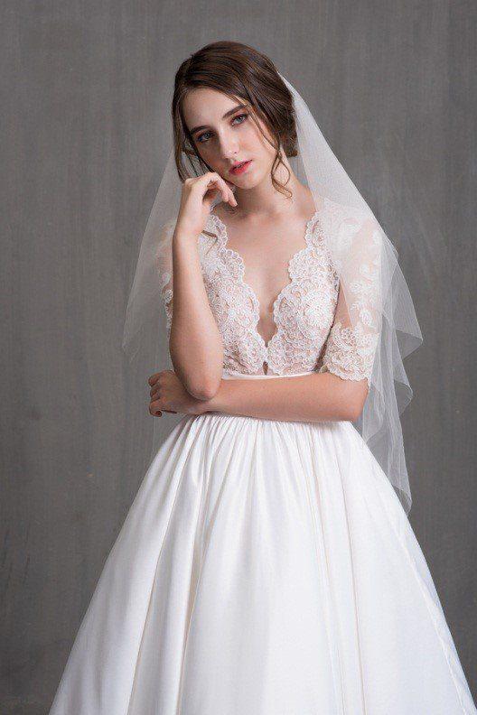váy cưới cổ điển, đơn giản