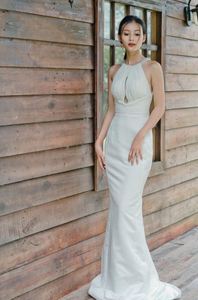 váy cưới cổ yếm
