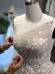 Nên mua, thuê hay may áo cưới? Ưu điểm của từng lựa chọn