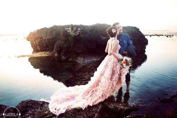 chụp ảnh cưới ngoài biển