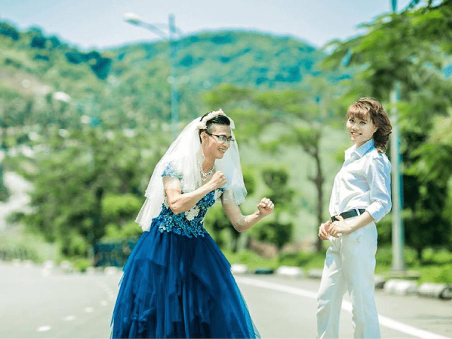 chụp ảnh cưới để cổng đẹp