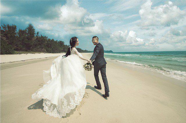Chụp ảnh cưới ngoại cảnh nên mặc gì?