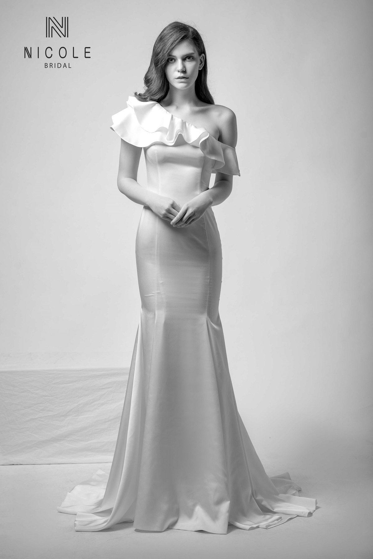 váy cưới đuôi cá lệch vai