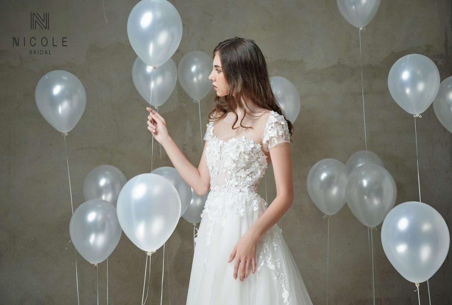váy cưới hở lưng chũ a