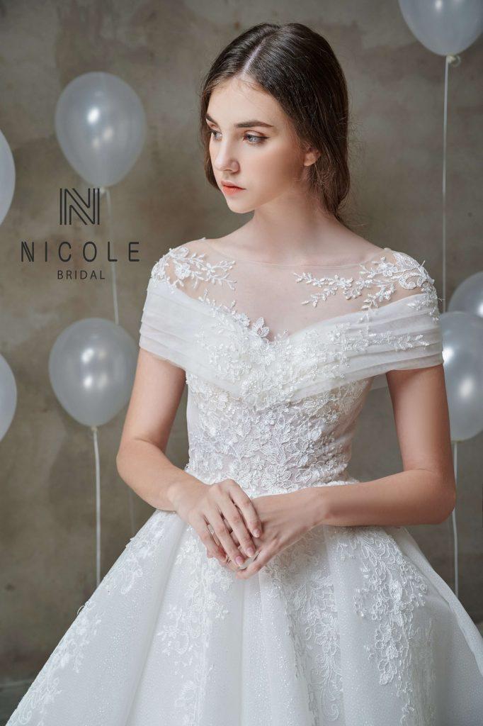 váy cưới cúp ngực tim