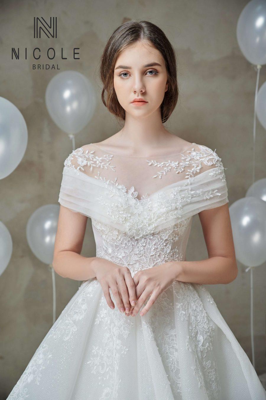váy cưới rớt vai công chúa