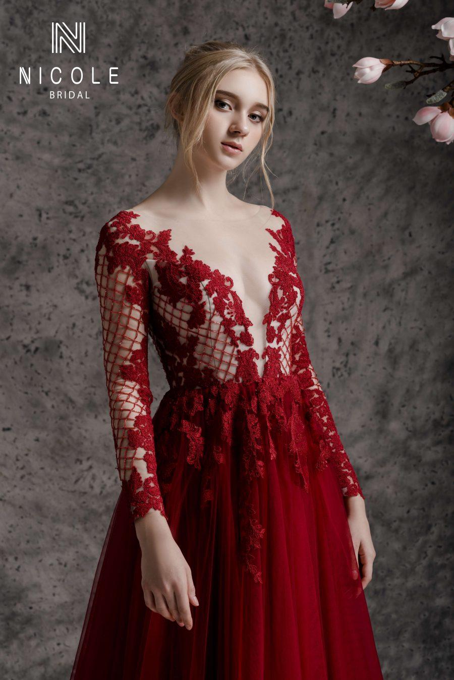 váy cưới đỏ hở lưng