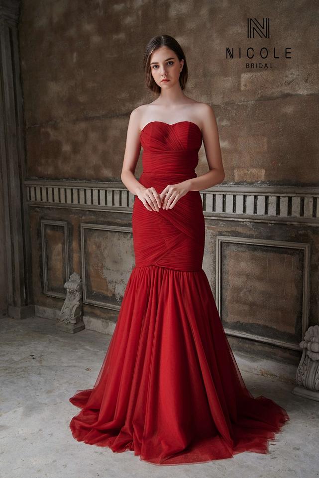 váy cưới đuôi cá đỏ đô