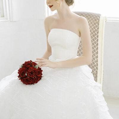 Áo cưới cúp ngực: Mặc váy cưới làm sao để cô dâu xinh đẹp nhất?