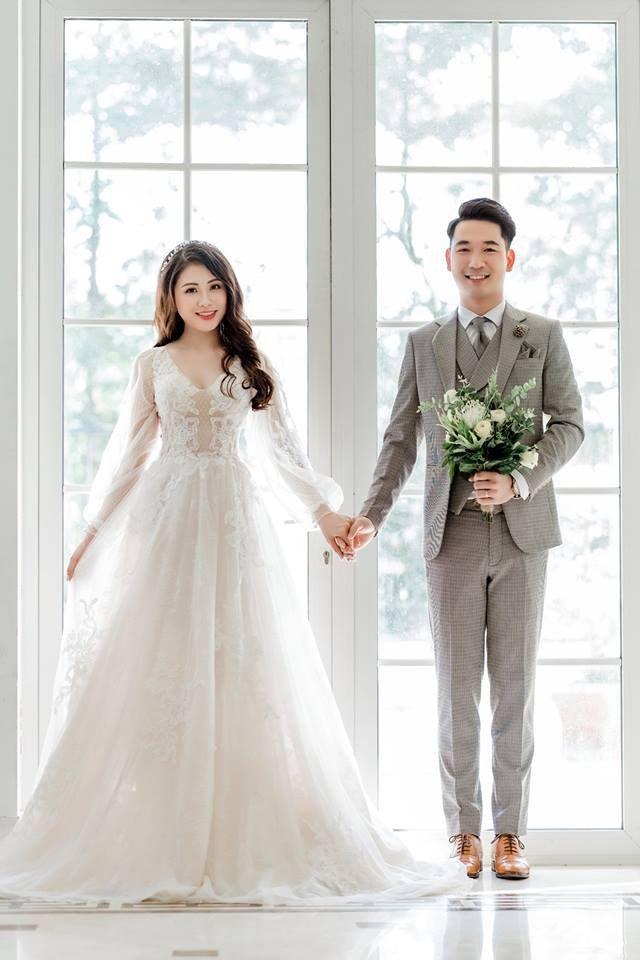 hình cưới để cổng đẹp