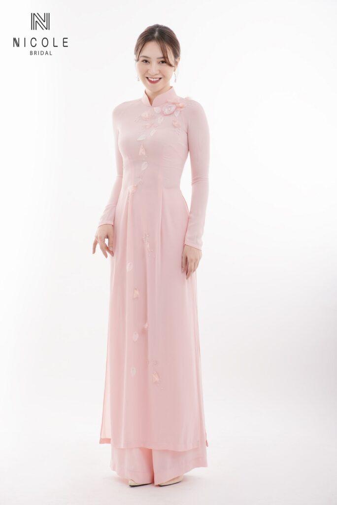 Áo dài cưới hồng phấn đơn giản, sang trọng