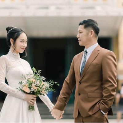 Chụp ảnh cưới ở bưu điện Thành phố và nhà thờ Đức Bà