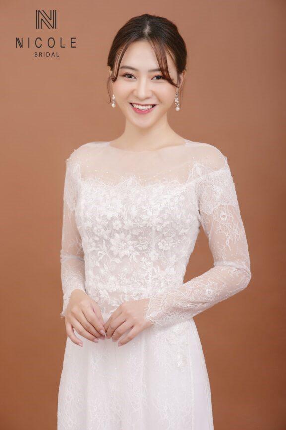 Áo dài màu trắng thanh lịch cho cô dâu dịu dàng